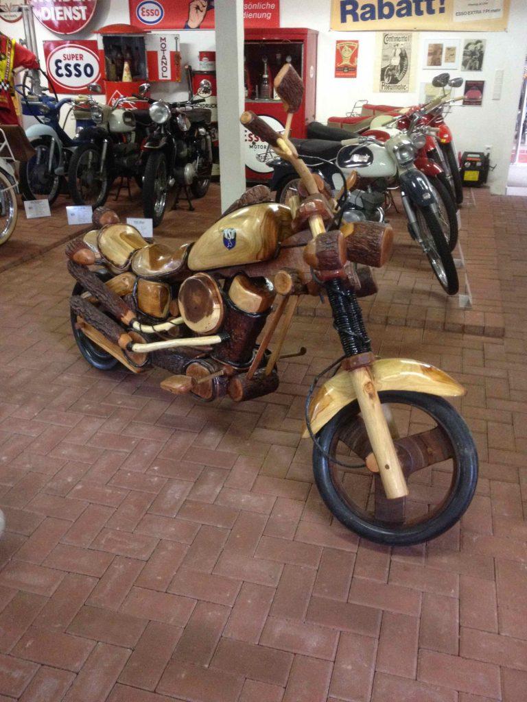 motorfietsen van hout.